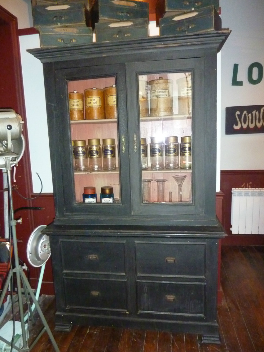 meuble vitrine de pharmacie boutique broc martel. Black Bedroom Furniture Sets. Home Design Ideas