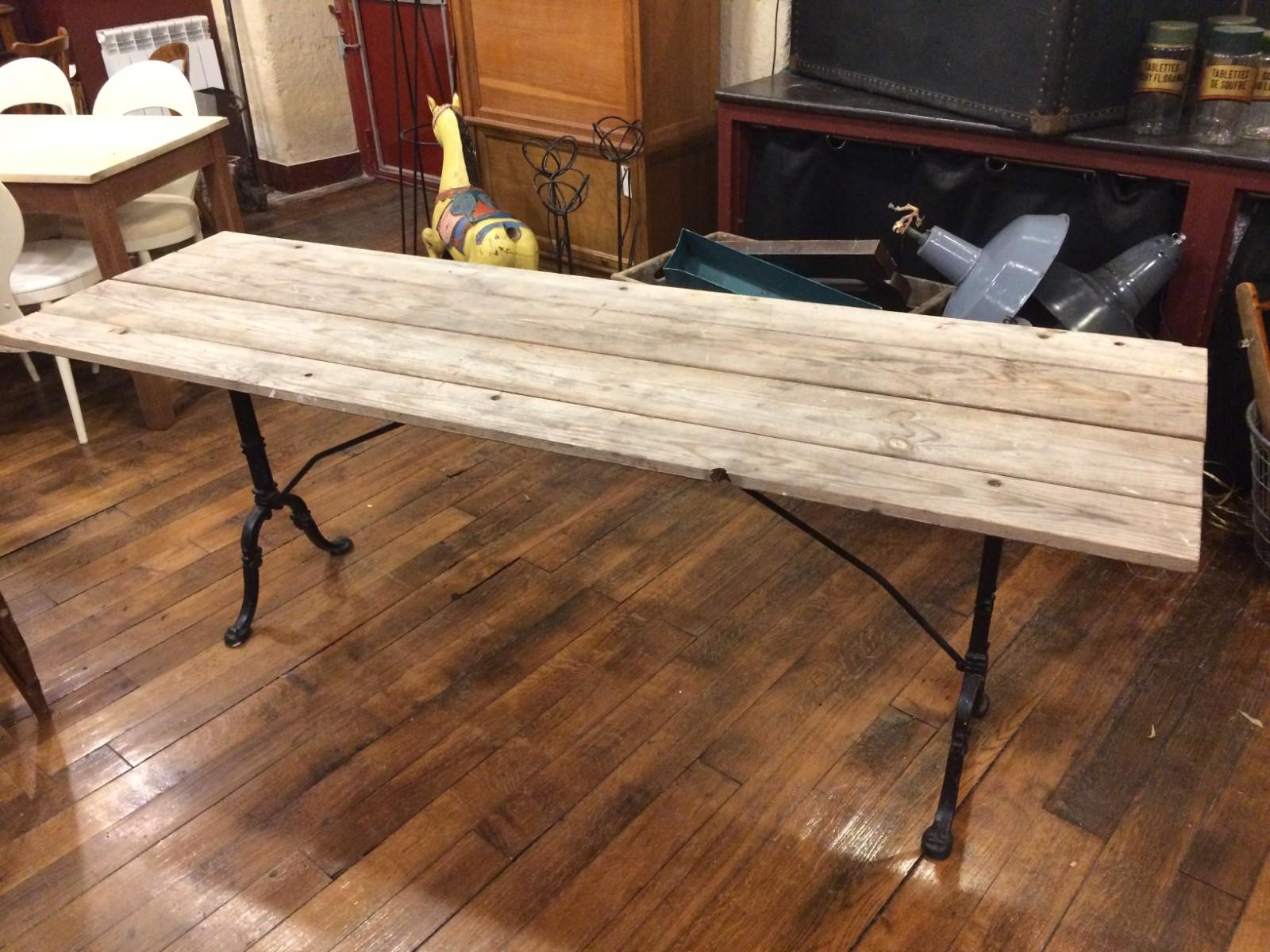 grande table de bistro mobilier boutique broc martel. Black Bedroom Furniture Sets. Home Design Ideas