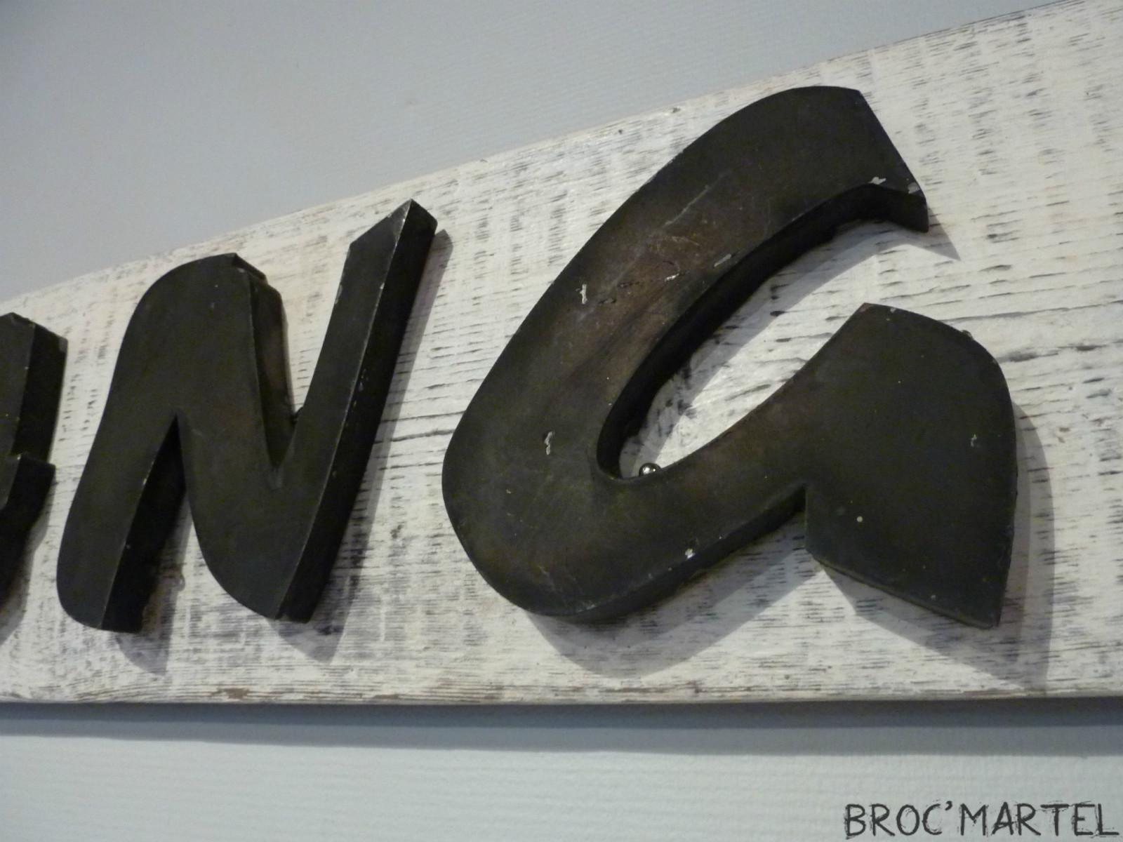 enseigne de magasin lettres en m tal vintage curiosit s boutique broc martel. Black Bedroom Furniture Sets. Home Design Ideas